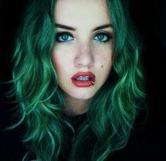 green eyes, green hair