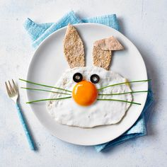 Now here's a recipe to get your little bunnies hopping for their breakfast! This is such a simple but fun twist on a traditional breakfast … Continued Easy Egg Recipes, Home Recipes, Easter Recipes, Baby Food Recipes, Baby Easter Basket, Easter Baskets, Food Standards Agency, Sunnyside Up Eggs, Healthy Toddler Meals