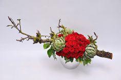 Red roses,artichokes and branches Buffet, Profile Design, Ikebana, Artichoke, Fresh Flowers, Flower Designs, Red Roses, Flower Arrangements, Wedding Flowers