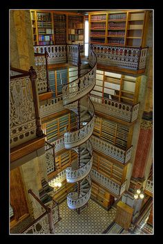 State Law Library, Des Moines, Iowa. We lived in Iowa for 5 years. Why oh why had I never heard of this?