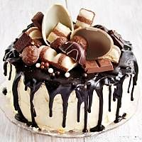 tort kinder Chocolate Desserts, Chocolate Cake, Peanut Cake, Yummy Treats, Yummy Food, Baby Girl Cakes, Drip Cakes, Food Cakes, Strawberry Shortcake