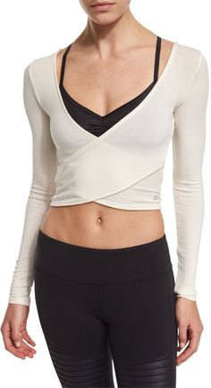 Summer Crop Tops For Your Gym and Studio Workouts. See more by visiting the Summer Crop Tops For Your Gym and Studio Workouts. See more by visiting the photo Fabletics T Shirt Carolina L/S Top Womens Black Size L ALO YOGA Cropped Tops, Workout Attire, Workout Wear, Workout Outfits, Workout Tanks, Workout Shorts, Yoga Fashion, Fitness Fashion, Fitness Wear