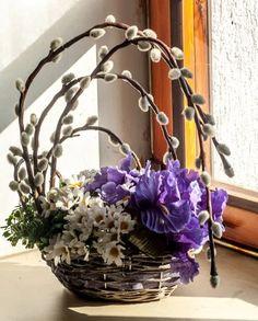 75 Inspiring Easter Flower Arrangements and Floral Décor Ideas Easter Flower Arrangements, Easter Flowers, Flower Centerpieces, Spring Flowers, Flower Decorations, Floral Arrangements, Christmas Decorations, Deco Floral, Arte Floral