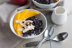 Warm, comforting and delicious, this Black Rice Pudding with Coconut and Mango is perfect for breakfast, a snack or even dessert!