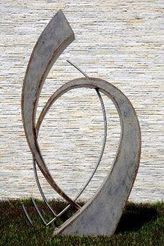Elisa Zattera/escultura de jardim - aço