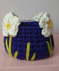Crochet basket with flowers - idea Knitting For BeginnersKnitting HumorCrochet Hair StylesCrochet Scarf Crochet Cozy, Crochet Gifts, Crochet Yarn, Crochet Flowers, Crochet Stitches, Knitting Patterns, Crochet Patterns, Cotton Cord, Crochet Basket Pattern