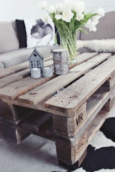 DIY: Tafel gemaakt van oude houten euro pallets - Table made of old wooden euro pallets