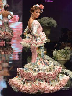 Flamenco Costume, Dance Costumes, Spanish Dress Flamenco, Flamenco Dresses, Dresses Dresses, Folk Fashion, Ethnic Fashion, Women's Fashion, Spanish Themed Weddings