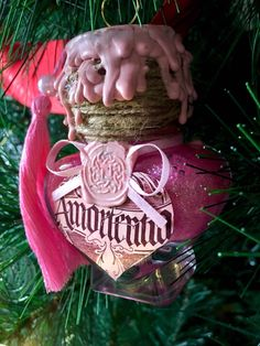 Amortentia Christmas Bauble Excited to share this item from my shop: Harry Potter - Amortentia Christmas Bauble Harry Potter Christmas Decorations, Harry Potter Ornaments, Harry Potter Christmas Tree, Hogwarts Christmas, Harry Potter Halloween, Deco Noel Harry Potter, Mundo Harry Potter, Harry Potter Potions, Harry Potter Decor