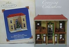 2003 Hallmark Town Hall and Mayor's Christmas Tree Nostalgic House Shop Ornament
