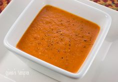 Roasted Red Pepper Soup - This soup is an excellent source of healthy vitamins – and it's delicious! (W/o sour cream to save calories) Healthy Soup Recipes, Skinny Recipes, Cooking Recipes, Ww Recipes, Roasted Red Pepper Soup, Roasted Red Peppers, Roasted Capsicum, Stuffed Pepper Soup, Stuffed Peppers