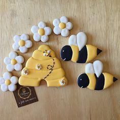 Biscoitos amanteigados, decorados festa tema abespinhas. Para informações contato@maisondubrigadeiro.com