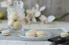 Macarons de nueces rellenos de crema de queso de cabra con miel