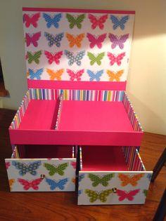 43 Ideas diy box carton drawers for 2019 Diy Home Crafts, Diy Arts And Crafts, Craft Organization, Craft Storage, Paper Flowers Diy, Diy Paper, Cardboard Box Crafts, Idee Diy, Diy Box