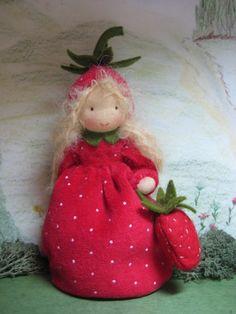 Jahreszeitentisch - Erdbeerchen **** RESERVIERT **** f.Renate*** - ein Designerstück von Blumenkinder-Unikate bei DaWanda