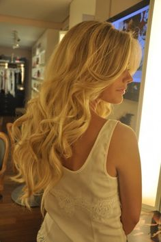 Loose curls, long layers.