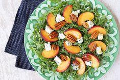 Δείτε τώρα τη συνταγή για Σαλάτα Ρόκα με Ροδάκινα και Ροκφόρ και εντυπωσιάστε τους όλους. Δοκιμασμένη συνταγή με όλα τα βήματα αναλυτικά! Always Hungry, Caprese Salad, Baked Potato, Salads, Potatoes, Baking, Ethnic Recipes, Food, Potato