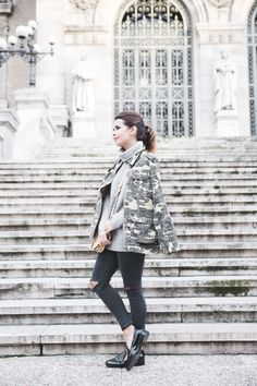 Camouflage_Jacket-Camo_Print-Ripped_Jeans-Loafers-Rebecca_Minkoff_Bag-Outfit-Street_Style-Collage_Vintage-21