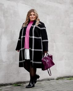 @elabonbonella plus size blogger | elegant look with black coat, white blouse dress and pink pullover; plus size winter style | elabonbonella.com Outfit Zusammenstellen, Plus Size Looks, Plus Size Winter, Pullover, Blouse Dress, Plus Size Fashion, Fashion Beauty, Winter Fashion, Jackets