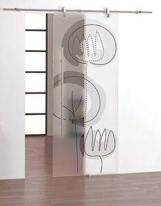 Porta scorrevole in vetro temperato. Decorazione: Incisione e colorazione a mano su fondo trasparente.