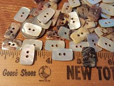 5 CUTE UNICORN HEAD SHAPED 2 HOLED WOODEN BUTTONS APPROX 35 mmx 25 mm