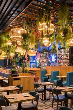 Outdoor Restaurant Design, Colorful Restaurant, Deco Restaurant, Restaurant Interior Design, Mexican Restaurant Design, Mexican Bar, Restaurant Lighting, Interior Design Plants, Coffee Shop Interior Design