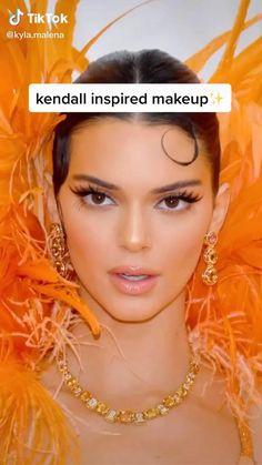Kylie Jenner Makeup Natural, Kendall Jenner Makeup Tutorial, Look Kylie Jenner, Natural Eye Makeup, Kendall Jenner No Makeup, Makeup Looks Tutorial, Smokey Eye Makeup Tutorial, Eyeliner Tutorial, Kendall Jenner Maquillaje