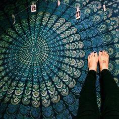 Magical Thinking Turquoise Elephant Medallion Tapestry - Urban Outfitters Canga para praia ou piscina.