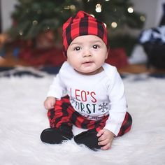 Meanwhile our almost 4 month old thinks he's a big boy 😩 Ps: Daddy was our spotter #safetyfirst . . #littlebigguy #sweetnswag #happyholidays #winter #christmas #shopsmall #babyCLG #brandrepsearch #boysfashion #kidsofig #postmyfashionkid #cutekids24 #chicagophotographer #mixedbabies #studmuffin #flylittleguy #shopsmall #cutekidsontheblock #smallbusinesssupporter #shoplocal #brandrep #igcutest #trendykiddies #growingupgerber
