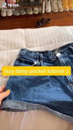 Diy Jeans, Diy Clothes Jeans, Thrift Store Diy Clothes, Thrift Store Refashion, Sewing Clothes, Custom Clothes, Diy Kleidung Upcycling, Jean Diy, Diy Fashion Hacks