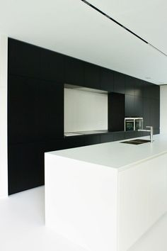 Modern, Simple and Charming Kitchen Designs! Minimal Kitchen, Modern Kitchen Design, Interior Design Kitchen, Black Kitchens, Home Kitchens, Küchen Design, House Design, Design Ideas, Cocinas Kitchen