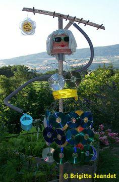 "Concours ""Epoustouflants épouvantails"" Plus Scarecrows For Garden, Outdoor Art, Outdoor Decor, Wine Cork Crafts, Garden In The Woods, Collaborative Art, Plantation, Garden Crafts, Ag Day"