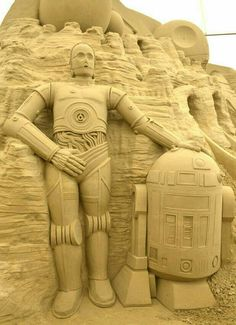 Sandroid: Stormtooper and Darth Vader both make an appearance at world's first sci-fi themed sand sculpture exhibition. and sand sculpture. Snow Sculptures, Sculpture Art, C3po And R2d2, Ice Art, Sand Art, Star Wars Art, Oeuvre D'art, First World, Les Oeuvres