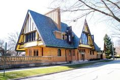 Frank Lloyd Wright - A Portfolio of Selected Architecture: 1895, Rebuilt in 1923: Nathan G. Moore House