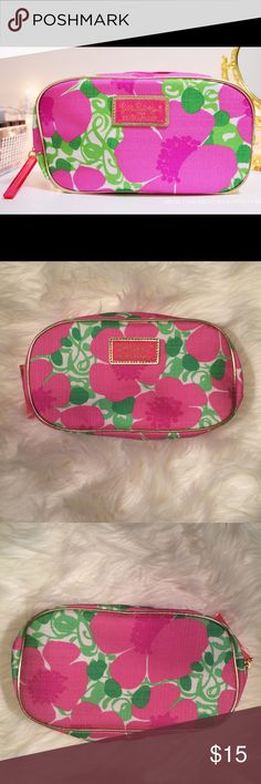 Lilly Pulitzer Makeup Bag This is an NEW unused makeup bag by Lilly Pulizter. It is from the Lilly Pulitzer for Estée Lauder collection. This classy bag is perfect to store all your makeup essentials, writing utensils, and/or cellphone for when you are on the go! It comes from a pet-free and smoke- free home as well! This bag was made for you! Lilly Pulitzer Accessories