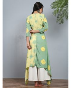 Buy The Secret Label Green And Yellow Peshwa pastel angrakha Kurti online in India at best price.This features a peshwa attire inspired angrakha in pastel hues in modal silk with double tie-ups and Simple Kurti Designs, Kurti Neck Designs, Stylish Dress Designs, Kurta Designs Women, Kurti Designs Party Wear, Designs For Dresses, Blouse Designs, Salwar Designs, Dress Indian Style