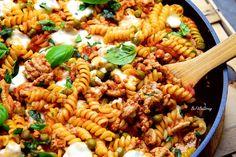 Zapiekanka mięsno-makaronowa z patelni FIT - Just Be Fit Be Strong! Pasta Salad, Cake Recipes, Cooking, Ethnic Recipes, Fitness, Kitchen, Food Cakes, Ps, Crab Pasta Salad