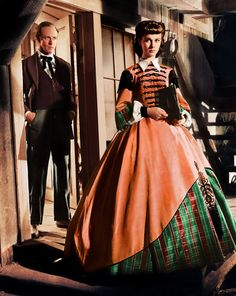 'Gone With The Wind' with Ashley (Leslie Howard) and Scarlett (Vivien Leigh) in the chain-gang scene. Scarlett is the hard as nails business woman. Gorgeous costume - a hint of plaid on that skirt. Scarlett O'hara, Vivien Leigh, Classic Hollywood, Old Hollywood, Hollywood Dress, Wind Movie, Movie Tv, Gone With The Wind, Movie Costumes
