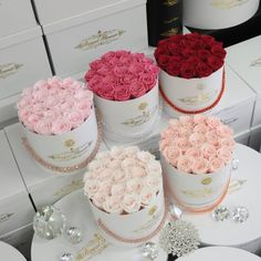 WELCOME TO ROYAL FLOWER DESIGN The most luxurious and romantic rose boxes in Canada. These royal roses are hand crafted, best quality roses you can find in Toronto. Flower Bouquet Boxes, Diy Flower Boxes, Flower Box Gift, Diy Flowers, Beautiful Roses, Beautiful Flowers, Home Flower Arrangements, Cute Couple Gifts, Deco Rose