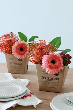 ★花瓶がなくてもOK♪ダイソーデリボックスでお花アレンジ|インテリアと暮らしのヒント