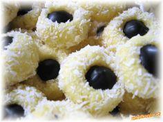 Kokosová očka nepečené | Mimibazar.cz Christmas Sweets, Christmas Cookies, Outdoor Parties, Pasta, Doughnut, Cake Recipes, Food And Drink, Holiday, Desserts