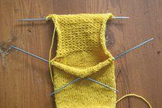Tricoter le talon d'un bas (méthode traditionnelle) – Maude Design Pinterest Blog, Knit Crochet, Knitting, Accessories, Points, Design, Socks, Tela, How To Knit