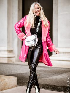Enjoy this and be and like an . We our 🌟🌟🌟 (hier: Munich,. Leather Pants Outfit, Leather Dresses, Leather Leggings, Blonde Mode, Lederhosen Outfit, Vinyl Clothing, Blonde Fashion, Leder Outfits, Shiny Leggings