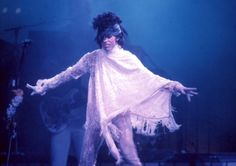 Prince wearing Stevie Nicks'cape live in concert 1985