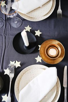 Tablesetting for Christmas with a touch ofglitter and glamour! Head over to Roomed for more photos  - Roomed
