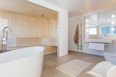 Inspiration bastu i villa på Lidingö. Modernt och snyggt spa. Alcove, Bathtub, Villa, Bathroom, Inspiration, Home Decor, Spa, Projects, Standing Bath