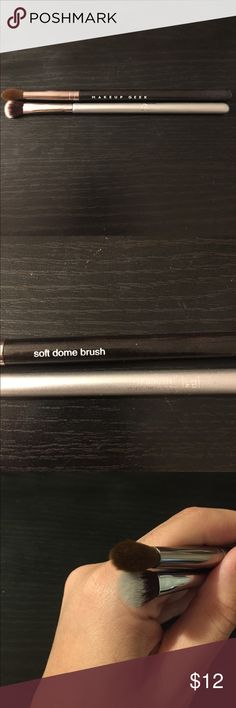 It cosmetics 112 Eyeshadow Brush and MG Brush It Cosmetics Airbrush Precision Shadow Brush and Makeup Geek Soft Dome Brush. Both in great condition. Deep cleaned with brush cleaner. Makeup Brushes & Tools