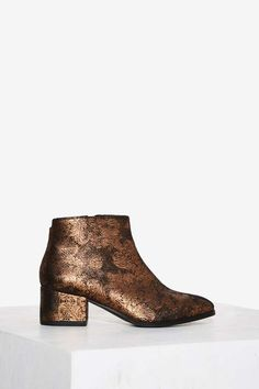 Vagabond Daisy Leather Ankle Boot - Gold | Shop Shoes at Nasty Gal!