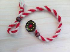 Мартенички за ръка с дървено копче за стягане с регулиране | Ръчна изработка Japanese Ornaments, Baba Marta, Design Crafts, Diy Crafts, Bead Jewellery, Jewelry, Wire Crochet, Salt Dough, Christmas Art