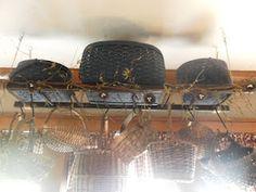 Hanging ladder to display baskets Prim Decor, Primitive Decor, Country Primitive, Country Decor, Country Style, Rustic Decor, Hanging Ladder, Old Ladder, Ceiling Storage